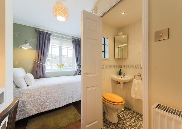 Single room with ensuite shower